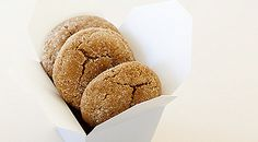 MADE: Gingerbread Crackle Cookies (add finely chopped crystallized ginger) Menu Desserts, Healthy Dessert Recipes, Epicure Recipes, Cooking Recipes, Christmas Desserts, Christmas Ideas, Holiday Treats, Christmas Recipes, Christmas Time