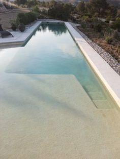 Piscina com desenho diferente no interior | ArquitectosIago Pérez Iborra | Vicente Zaragoza Escolano