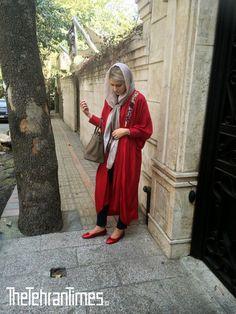 Iranian streetstyle and fashion from the capital city of Tehran! Abaya Fashion, Muslim Fashion, Modest Fashion, Girl Fashion, Tehran Girls, Persian Girls, Mode Abaya, Iranian Women, Comfortable Fashion