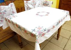 Hand embroidered vintage tablecloth/cotton hand embroidered tablecloth/handmade tablecloth with 4 napkins from