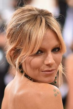 Gym Hairstyles, Summer Hairstyles, Pretty Hairstyles, Straight Hairstyles, Long Bob Flequillo, Sienna Miller Hair, Fringe Styles, Dark Red Hair, Hair Color And Cut
