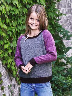 Få en strikkeopskrift på en enkel sweater med raglan til pigen Frisk, Turtle Neck, Tees, Sweaters, Forelsket, Barn, Kid Stuff, Journal, Future