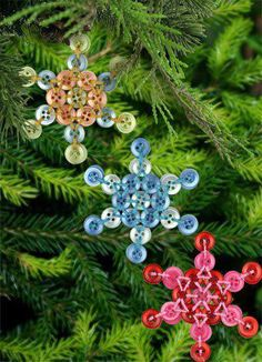Recycle Reuse Renew Mother Earth Projects: how to make Button ornaments Button Ornaments, Christmas Buttons, Christmas Tree Ornaments, Christmas Holidays, Christmas Stars, Snowflake Ornaments, Snowflakes, Button Art, Button Crafts