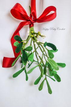 Crochet Mistletoe Free Pattern by Happy Patty Crochet // Free Crochet Mistletoe Pattern, only in Happy Patty Crochet's Website. Get it now and make this wonderful Christmas decor that will last for many more Christmas to come :) #crochetmistletoe #crochetforchristmas #freepattern