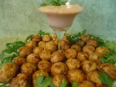 Unique Party Food to Go: Reuben Poppers with Zesty Dill Horseradish Dip I think you could use a mini muffin pan if you don't have a cake pop maker. Babycakes Recipes, Babycakes Cake Pop Maker, Appetizers For Party, Appetizer Recipes, Snack Recipes, Cooking Recipes, Snacks, Popcake Maker, Food To Go