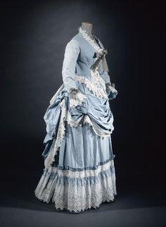 beyondthegoblincity:  Dress circa 1872 © Ph. Ladet et Cl. Pignol / Galliera / Roger-Viollet