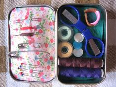 How to Make a Candy-Tin Sewing Kit with Altoids tin
