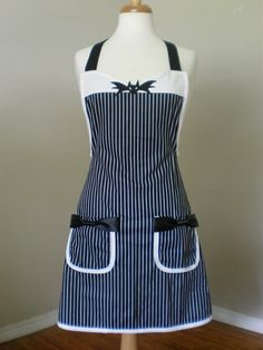 Jack Skellington inspired apron costume by HauteMessThShop for jack skellington on Etsy, the place to express your creativity through the buying and selling of handmade and vintage goods.nice look for the summer time Vintage Apron Pattern, Retro Apron, Aprons Vintage, Jack Skellington, Artisanats Denim, Jean Apron, Cool Aprons, Apron Designs, Denim Crafts