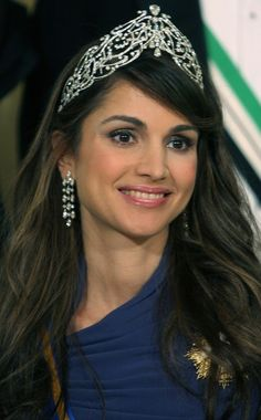 She is one of the very HOTTEST ROYALS EVER!! Queen Rania of Jordan wearing the Arabic Scroll Tiara.