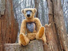https://flic.kr/p/4pUvUj   Bär mit Herz   Im Sterkrader Wald.Reinhard sitzt auf 12 Apostel