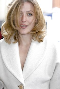 Dana Scully, Super Girls, Beautiful Nature Pictures, Gillian Anderson, First Humans, Emma Watson, Famous People, Actresses, Red