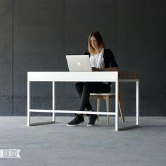 O1 desk by ODESD2. Designer: Svyatoslav Zbroy.
