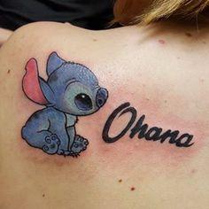 What does ohana tattoo mean? We have ohana tattoo ideas, designs, symbolism and we explain the meaning behind the tattoo. Bow Tattoo Designs, Dragonfly Tattoo Design, Nana Tattoo, Sister Tattoos, Stitch Tattoo, Little Tattoos, Couple Tattoos, Lilo And Stitch, Shoulder Tattoo