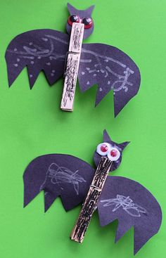 Cute clothes pin bat craft perfect for Halloween parties or class crafts.