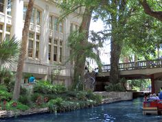 San Antonio Hotels - Drury Inn & Suites Riverwalk - San Antonio, TX - Free breaksfast and dinner San Antonio Riverwalk, San Antonio Hotels, Spring Break 2015, Texas Vacations, Vacation Wishes, Hotel Services, Wedding Venues Texas, River Walk