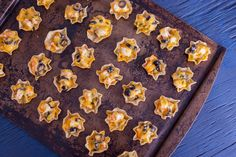 The best nachos snacktime has ever seen Save the recipe for Cheddar Shrimp Nachos! Shrimp Nachos, Shrimp Appetizers, Appetizers For Party, Appetizer Recipes, Snack Recipes, Snacks, Tostada Recipes, Gourmet Appetizers, Shrimp Dip