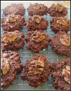 Low Calorie Chocolate Walnut Quinoa Drops - Click here for more healthy, delicious recipes from The Cave Woman. http://www.goingcavewoman.com/drops #low calorie #quinoa #vegan chocolate cookies