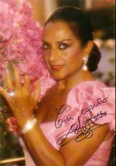 """.María Dolores Flores Ruiz, más conocida por el nombre artístico de Lola Flores (Jerez de la Frontera, Cádiz, 21 de enero de 1923 - Madrid, 16 de mayo de 1995) cantante de copla, flamenco, bailaora y actriz española, artísticamente apodada """"La Faraona""""..."""