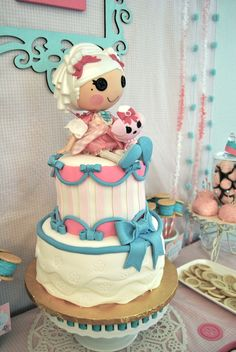 Pretty cake at a Lalaloopsy Party #lalaloopsy #partycake