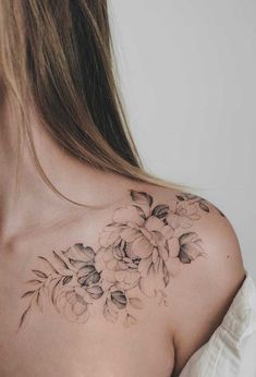 50 Gorgeous Tattoo Designs You'll Desperately Desire - diy tattoo project Gorgeous Tattoos, Pretty Tattoos, Sexy Tattoos, Body Art Tattoos, Tatoos, Awesome Tattoos, Feminie Tattoos, Rose Rib Tattoos, Maori Tattoos