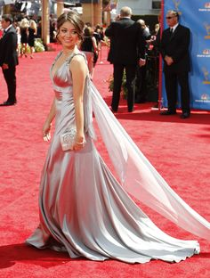 Sarah Hyland 62 nd Emmys 011 122 210 lo