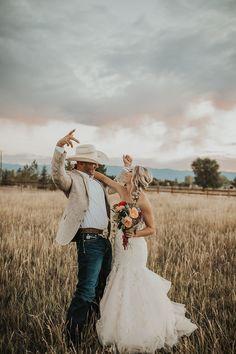 Marié à la tenue très country. #wedding #weddingplanner #country #countrywedding #unitedstates #texas