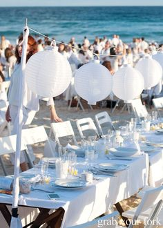 All White Dinner Party (cc: Diner en Blanc, Sydney Bondi Beach) White Party Foods, All White Party, Black Party, Beach Dinner Parties, White Dinner, White Paper Lanterns, Outside Catering, Picnic Decorations, Sydney Beaches