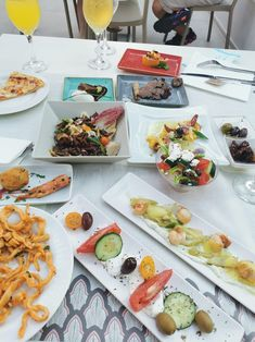 #lunch is a grand affair at #caraviabeach with an array of dishes to choose from and with freshness and food safety our top priority. 📷@BeaTrice
