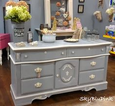 sweet and lovely Annie Sloan paris grey with old white detail. #anniesloanunfolded