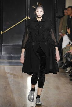 Comme des Garçons Fall 2010 Ready-to-Wear Fashion Show - Lolita Lvova (CITY)