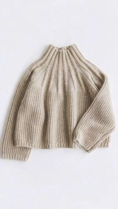 Charity Sewing Idea – How To Generate A Garment Address – By Zazok Knitting Pullover, Look Fashion, Winter Fashion, Fashion Details, Winter Wear, Sweater Weather, Pulls, Knitting Patterns, Free Knitting