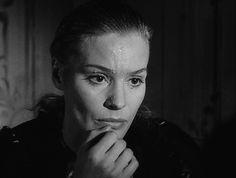 Ingrid Thulin en: El rostro, Ansiktet, 1958, Ingmar Bergman El arma principal del mago es el engaño, lo que pasa es que se ha extendido a demasiadas profesiones. Ingmar Bergman, Acting, Hollywood