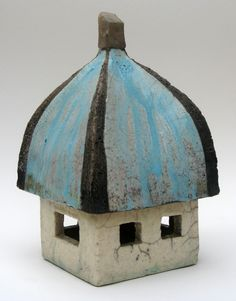 Raku house by Marike Hoekstra Clay Houses, Ceramic Houses, Miniature Houses, Ceramic Clay, Bird Houses, Kitsch, Clay Box, Pottery Houses, Recycled Glass Bottles