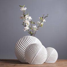 Super Genius Ideas: Short floor vases with white vase ideas. Simple vases centerpiece old vases bedsprings. Ceramic Pots, Ceramic Flowers, Porcelain Ceramic, Ceramic Decor, Vase Design, Leaf Design, Big Design, Genius Ideas, Keramik Design