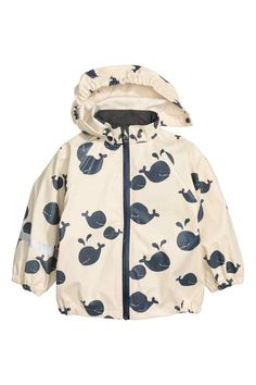 Patterned rain jacket in wind- and waterproof functional fabric with welded seams. Detachable hood with elastication at front edge. Taped zip at front, and elastication at cuffs and sides of hem. Water-repellent coating without fluorocarbons. Baby Outfits, Cute Outfits For Kids, Raincoat Outfit, Mens Raincoat, Girls Clothes Shops, Baby Coat, Kids Coats, Raincoats For Women, Baby Kids Clothes