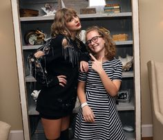 Taylor Swift's Fans Hold Her Grammys in Rhode Island Secret Session Photos!: Photo Taylor Swift hosted fans at her home in Rhode Island on Wednesday (October and the photos that have emerged from the latest secret session are too cute! 15 Taylor Swift, Tegan And Sara, Latest Instagram, Cory Booker, Katy Perry, Rihanna, Shirt Dress, Rhode Island, Issa