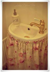 La tienda de la tia tota: CORTINA PARA ABAJO DEL LAVABO Bathroom Sink Skirt, Bathroom Remodeling, Bathroom Organization, Cottage, Diy, Beautiful Curtains, Powder Room, Bath, Towels