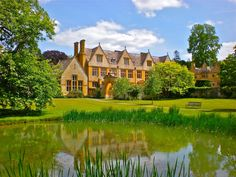 Where Five Valleys Meet: Cotswold Houses
