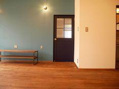 古くて新しくて、とびきり可愛い平屋。 - 物件ファン Flat, Cabinet, Storage, House, Furniture, Home Decor, Clothes Stand, Purse Storage, Bass