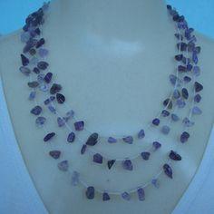 Colar crochê feito com pedra natural ametista e linha branca própria para bijuterias. R$18,00