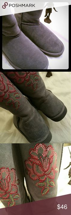 Authentic Steve Madden GraySuede, Ugg Style, Boot Excellent Condition; great looking gray suede boot. Pretty sparkling rose design on calf. No stains, no scuffs, smoke free home. Comfy size 9. I have too many shoes!!?? Accepting all reasonable offers Steve Madden Shoes Ankle Boots & Booties
