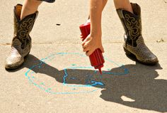 Squeeze sidewalk chalk