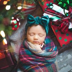 christmas photography Newborn Christmas photo/baby under tree/baby with presents Newborn Christmas Photos, Baby Christmas Pictures, Christmas Newborn Photography, Baby Christmas Photoshoot, Christmas With Baby, Christmas Photo Shoot, Winter Baby Pictures, Fall Newborn Pictures, Pregnancy Photography