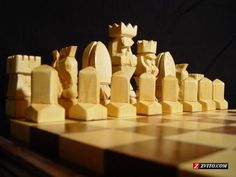 http://zvito.com/upload/normal/H/Hand-carved_Table-top_Wood_Chess_Set_-_East_Palatka_-_Art_-_Collectibles_-_carved_wood_box_2.jpeg