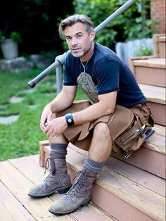 I love a man in a kilt! A collection of photos of men in kilts that put a smile on my face and that get my heart racing! Scottish Man, Utility Kilt, Man Skirt, Style Masculin, Men In Kilts, Komplette Outfits, Raining Men, Moustaches, Mature Men