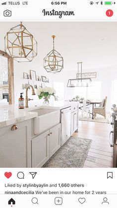 Modern Kitchen Interior with Marble and Gold Kitchen Dinning, Kitchen Reno, New Kitchen, Kitchen Remodel, Kitchen Ideas, Dining Room, Gold Kitchen, Kitchen White, Kitchen Inspiration