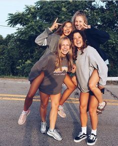Photography friends group friendship bff pics 27 Ideas for 2019 Bff Pics, Cute Friend Pictures, Girl Group Pictures, Squad Pictures, Squad Photos, Group Photos, Family Pictures, Cute Bestfriend Pictures, Teen Pics