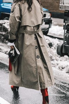 Febrero 2017 © diego anciano s t r e e t s t y l e camel coat, trench coat outfit Cool Street Fashion, Street Style Women, Trenchcoat Style, Outfit Stile, Designer Trench Coats, Trench Coat Outfit, Mode Mantel, Classic Trench Coat, Mode Inspiration