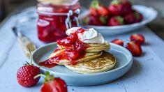 Lapper med rørte jordbær | Godt.no Fika, Kefir, Chips, Cookies, Baking, Breakfast, Desserts, Baking Soda, Biscuits