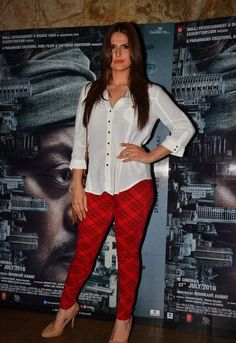 "Zarine Khan Looks Super Sexy At Film ""Madaari"" Special Screening At Lightbox Theater, Mumbai Bollywood Gossip, Bollywood Stars, Bollywood Actress, Sanjay Khan, Zarine Khan Hot, Bollywood Outfits, Vogue Beauty, Hottest Pic, Western Dresses"